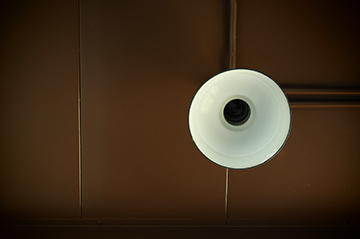 Empty light fixture